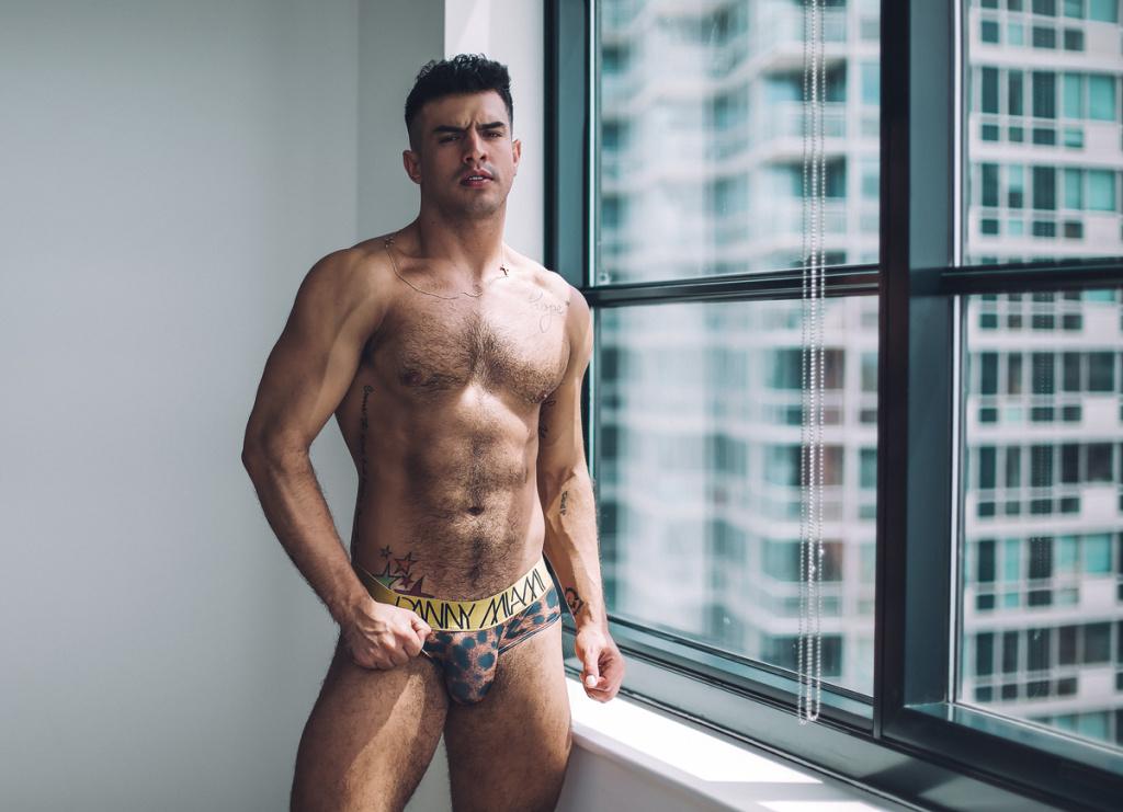 Juanfer De La Torre by Randy